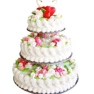 Торт свадебный кремовый трехъярусный с лебедями