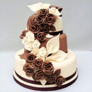 Торт шоколадный с белым кремом